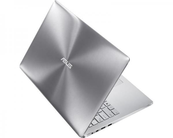 ASUS ZenBook Pro UX501VW-FY095R 15.6 FHD Intel Core i7-6700HQ 2.6GHz (3.5GHz) 8GB 256GB SSD GeForce GTX 960M 2GB Windows 10 Professional 64bit Aluminium Dark Silver + torba